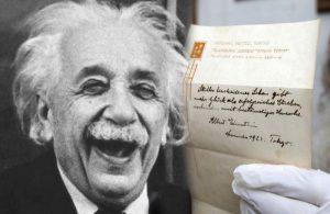 """Einstein'in """"mutluluk formülleri"""" 1 milyon 560 bin dolara alıcı buldu!"""