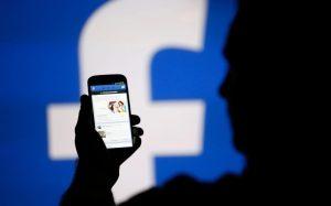 Facebook telefonlarınızı dinliyor!