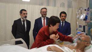 Koreli Ayla, gazi babasını ziyarette göz yaşlarına boğuldu