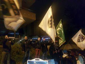 Beyaz TV Televizyon binası önünde Rasim Ozan Kütahyalı protestosu