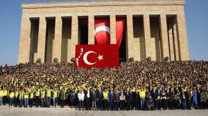 1907 ÜNİFEB 5 bin kişi ile Anıtkabir'de Atatürk'ün huzuruna çıktı