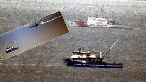 Türk balıkçılara tacizde bulunan Yunan botuna, Türk botu engel oldu