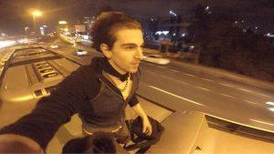 Metrobüsün üstünde seyahat eden iki genç gözaltına alınıp serbest bırakıldı