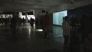 Dünyanın en yoğun havaalanında elektrikler kesildi!