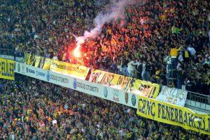 Gol sevinciyle gündeme gelmişti, Fenerbahçeliler o taraftara ulaştı!
