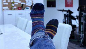 Otobüste kokan çorapları nedeniyle gözaltına alındı