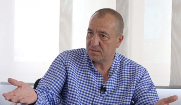 Mehmet Tezkan isyan etti: Köşe yazarlığının dayanılmaz ağırlığı!