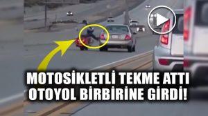 Otoyolda motosiklet ile araba itişti: Zincirleme kaza oldu!