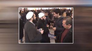 """Taksim'de """"tebliğciler"""" Noel ve yılbaşı broşürü dağıttı!"""