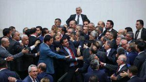 TBMM karıştı… Milletvekilleri arasında gerginlik!