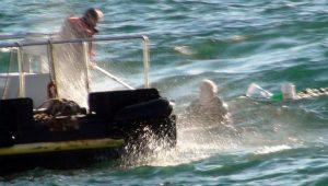 Pendik sahilde balıkçı teknesi battı!