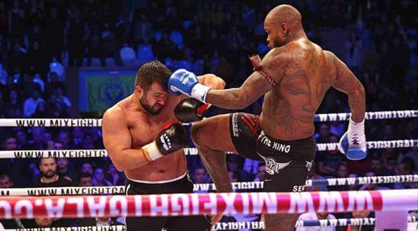Kick boks dünyasının devleri Buca'da ringe çıktı