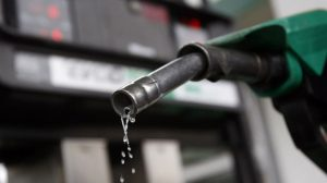 Benzin peş peşe gelen zamların ardından ilk kez 6 lirayı geçti!