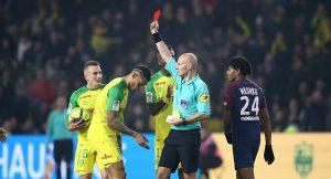 Neymar'ın maçında hakemden futbolcuya önce tekme sonra kırmızı kart!