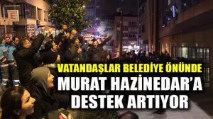 Beşiktaş Belediyesi önünde Hazinedar'a destek gösterisi, kalabalık artıyor!