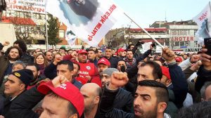 Birleşik Metal İş, Gebze'de eylem düzenledi: OHAL ve zamlar protesto edildi
