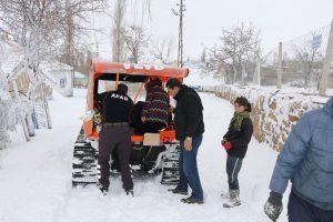 Hasta çocuklar karda mahsur kaldı!