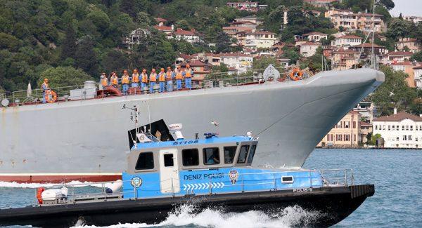 Türkiye'ye gelen yük gemisi, Rus çıkarma gemisine çarptı!