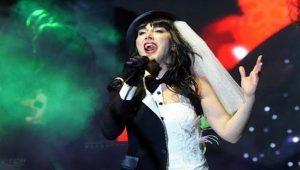 Hande Yener yılbaşı gecesinde sahnede yuhalandı! Peki neden?
