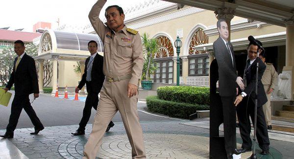 Başbakan'dan görülmemiş protesto! Karton maketini koydu…
