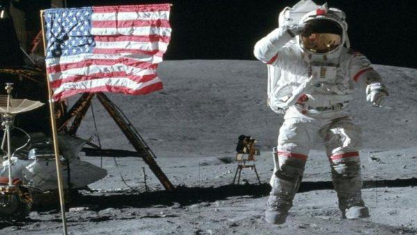 En deneyimli NASA astronotu hayatını kaybetti!