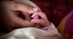 Hamile kadın öldükten 10 gün sonra doğum yaptı
