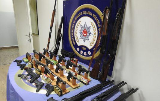 4 kentte silah kaçakçılarına operasyon: 61 gözaltı