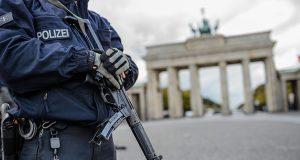 Alman polisi baskında bir Türk'ü öldürdü