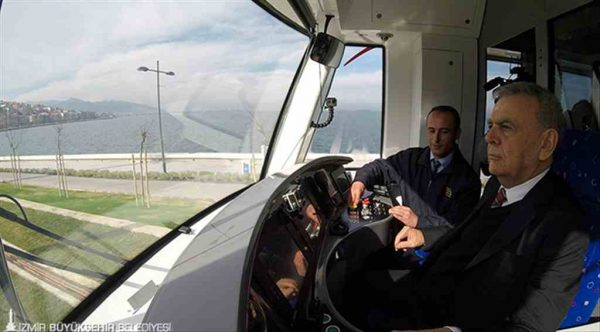 İzmir'de yeni dönem Konak Tramvayı deneme seferini yaptı