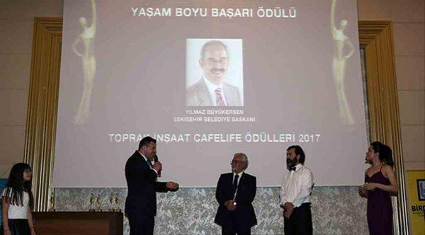 Yılmaz Büyükerşen'e 'Yaşam Boyu Başarı' ödülü