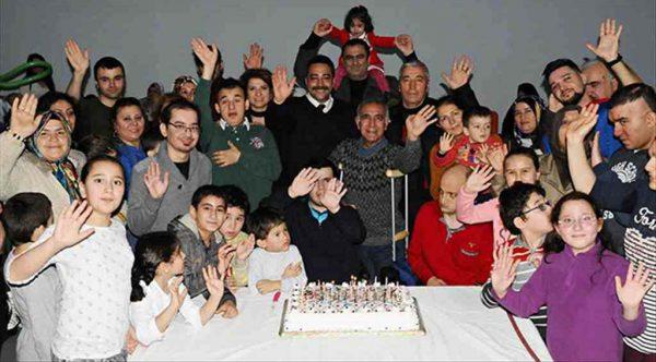 Özel gereksinimli bireylere doğum günü kutlaması yapıldı