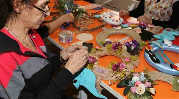 Kadınlar Efeler Belediyesi ile üretiyor