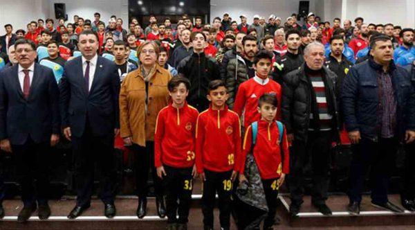 Konak Belediyesi'nden 19 amatör spor kulübünün her birine 5 bin lira…