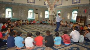 Koruma altındaki çocuklara dini kamp