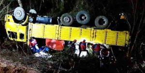 Orman işçilerini taşıyan kamyon devrildi: Ölü ve yaralılar var
