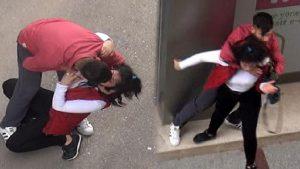 Böyle sevgili olur mu? Genç kızı sokak ortasında…
