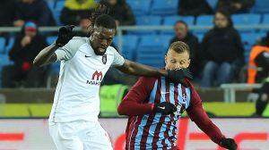 Trabzonspor Başakşehir'e takıldı! Adebayor'un hareketi ayakta alkışlandı