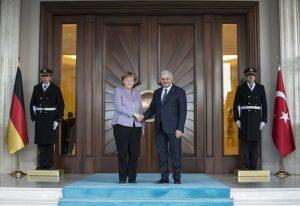 Binali Yıldırım'dan Merkel'e: Sorun sadece YPG değil, FETÖ ve Zarrab davası var