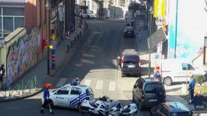 Brüksel'de polis silahlı kişilerin bulunduğu binayı sardı