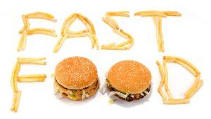 Fast food'un ambalajı bile kilo aldırıyor