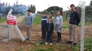 Tapulu arazim dedi yolu kapattı! Öğrenciler okula gidemedi!