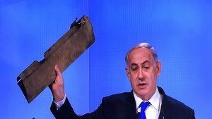 Netenyahu kürsüye böyle çıktı: İHA parçasını elinde sallayarak…