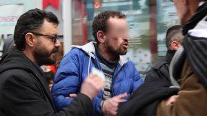 Tramvayda taciz skandalı! Polis zor kurtardı…