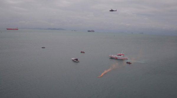 11 bot, 1 helikopter, 3 uçak! İstanbul Boğazı'nda hareketli dakikalar…