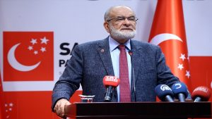 "Karamollaoğlu: ""Beyaz AK Partili adam"""
