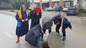 Kocaeli'de renkli su paniği! Atık dökülen derenin rengi turkuaz oldu