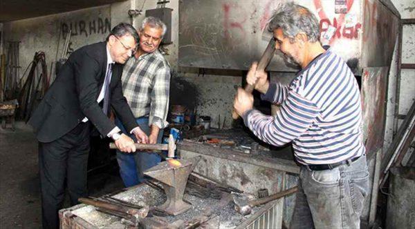 Başkan Turgut sanayi esnaflarını ziyaret etti ve demir dövdü