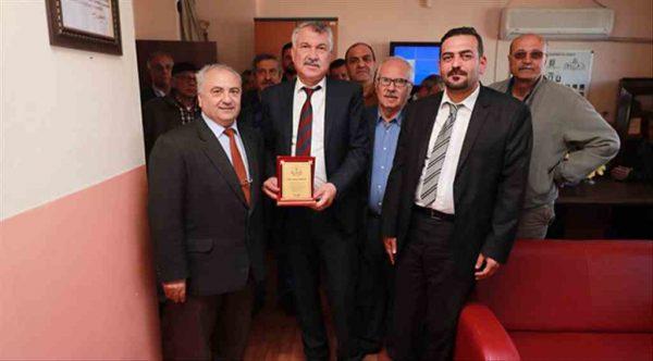 Seyhan Belediye Başkanı Zeydan Karalar'dan eğitime destek