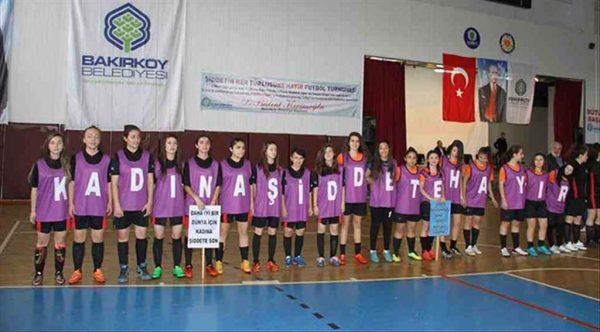 Bakırköy'de ünlü eski milli futbolcular ve spor yorumcuları Kadınlar Günü'nde sahaya çıkıyor
