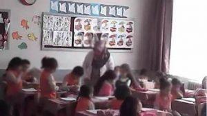 Okul yönetimini inandıramayınca sınıfa gizli kamera yerleştirdi